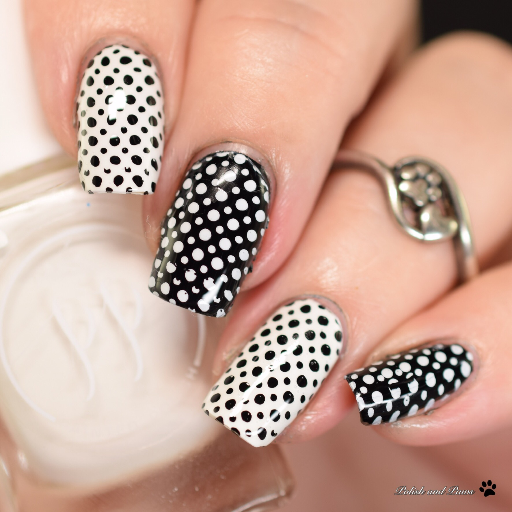 The Digital Dozen does Patterns: Black and White Dots